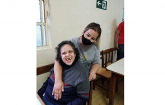 Psicóloga reforça a importância do cuidador para pessoas com deficiência intelectual